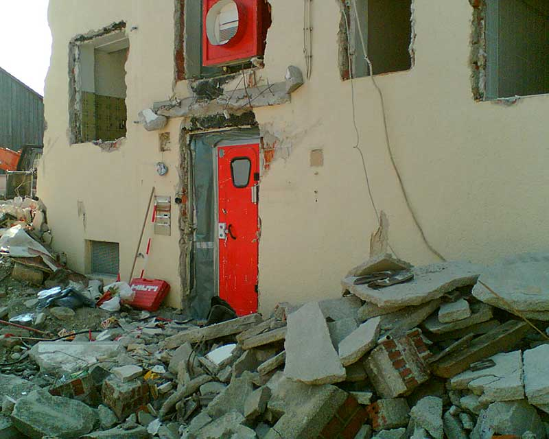 Asbestkontamination;-Personen--und-Materialschleuse